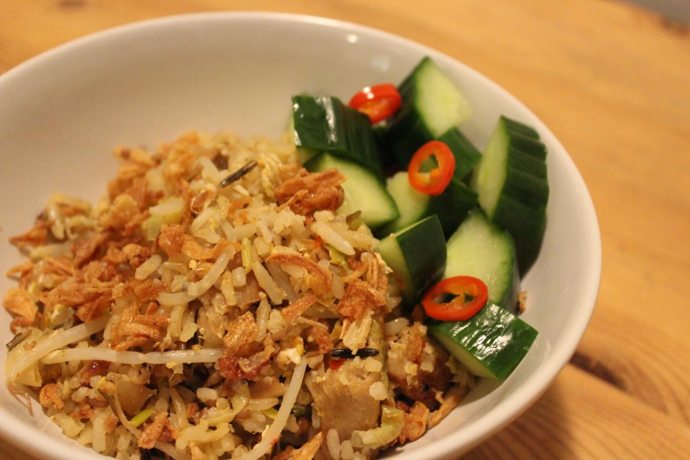 meisje in de keuken - gebakken rijst